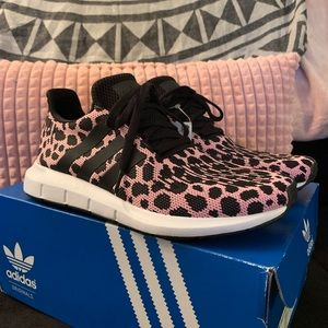 ✨Limited✨ cheetah print Adidas swift run shoes